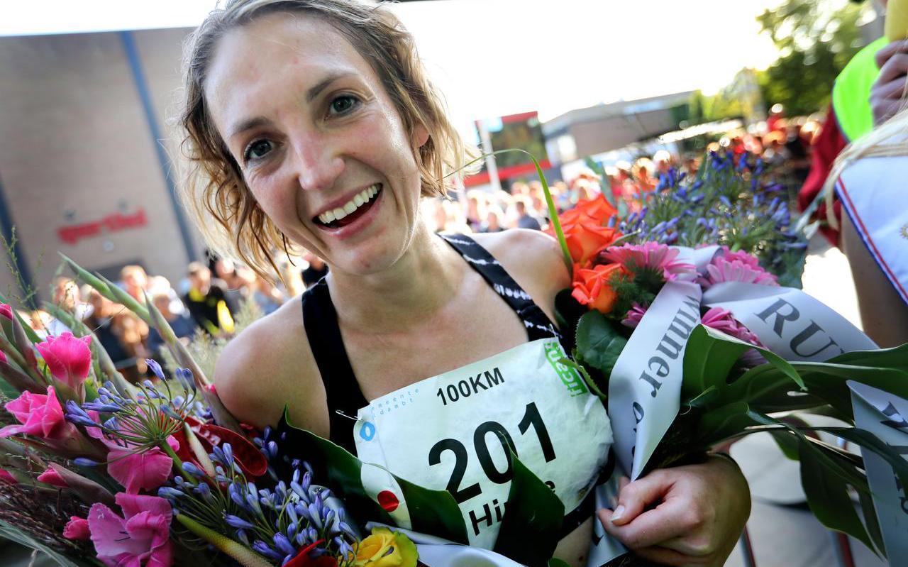 Hinke Schokker op 14 september vorig jaar, nadat ze het NK 100 kilometer in Winschoten glansrijk heeft gewonnen.