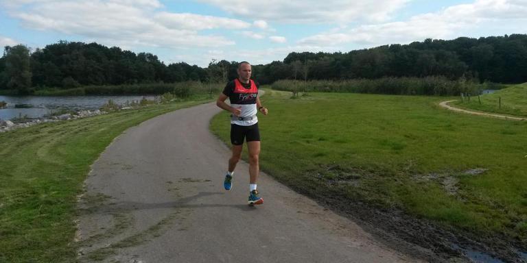 Silvio Teunissen organiseert én start in de Elfsteden-ultraloop. FOTO LC