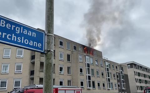Een dode, een gewonde en meer dan vijftig personen geëvacueerd bij brand in appartementencomplex aan Berglaan in Drachten