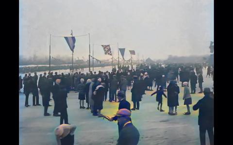Bekijk hier ingekleurde beelden uit Leeuwarden van schaatsers en ringstekers in 1929