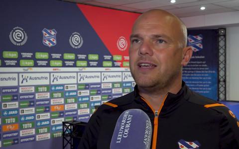 Trainer Johnny Jansen verwacht veel strijd in de wedstrijd tussen SC Heerenveen en FC Twente