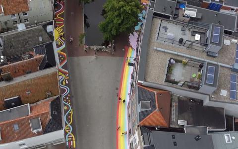 Zo ziet de kleurrijke straatkunst in Leeuwarden eruit vanuit de lucht