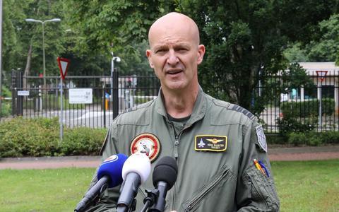 Commandant vliegbasis Leeuwarden: 'F-16 ging uit zichzelf accelereren en de vlieger trapte hard op de remmen'