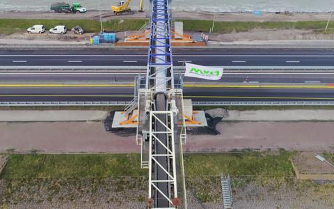 Ruim 1 miljoen kuub zand met innovatieve transportband overgeheveld van de ene naar de andere kant van Afsluitdijk